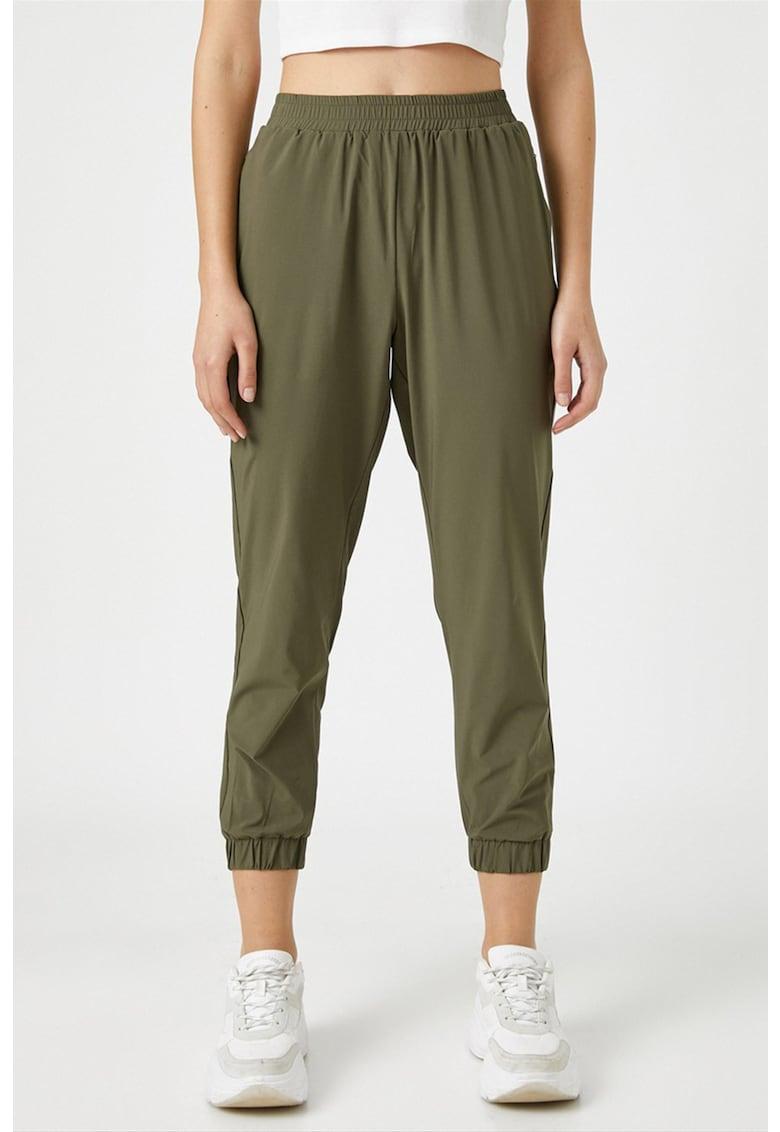 Pantaloni sport crop cu croiala conica