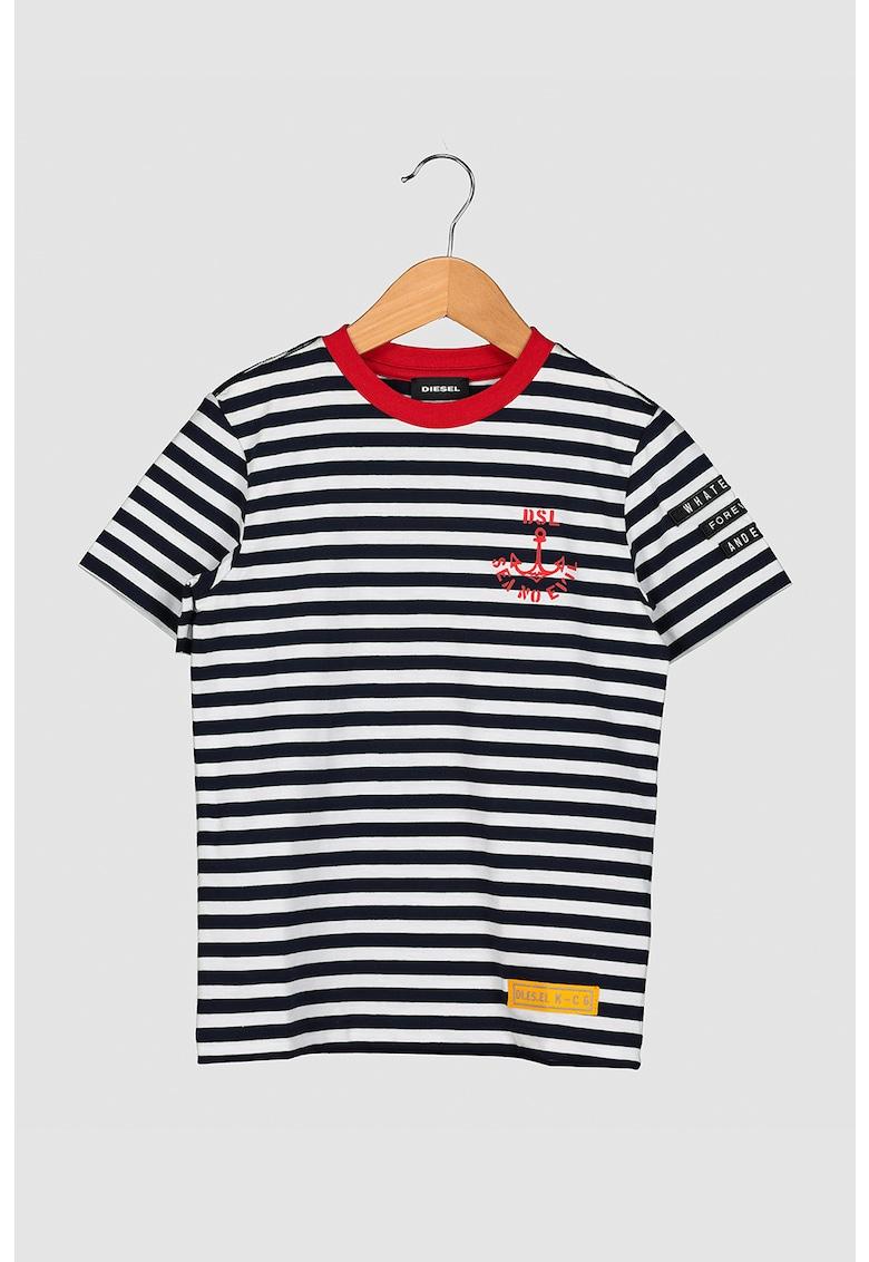 Tricou in dungi cu decolteu la baza gatului imagine