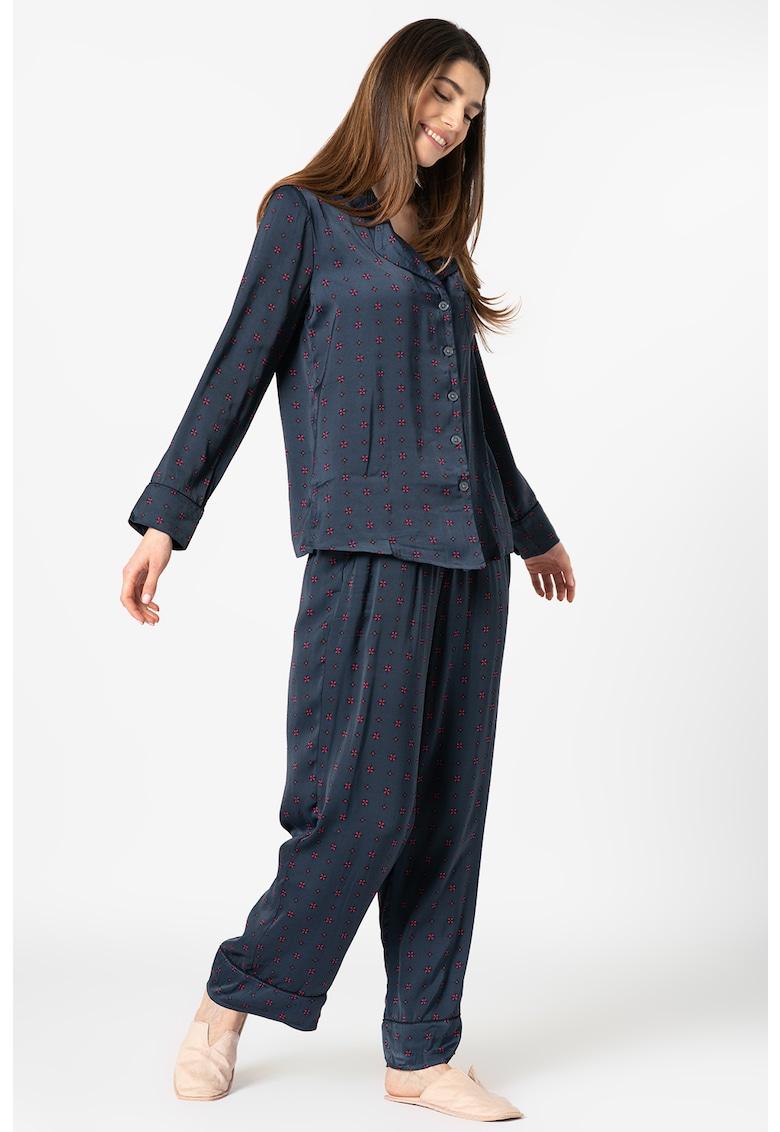 Pijama cu imprimeu - revere decupate si buzunar pe piept