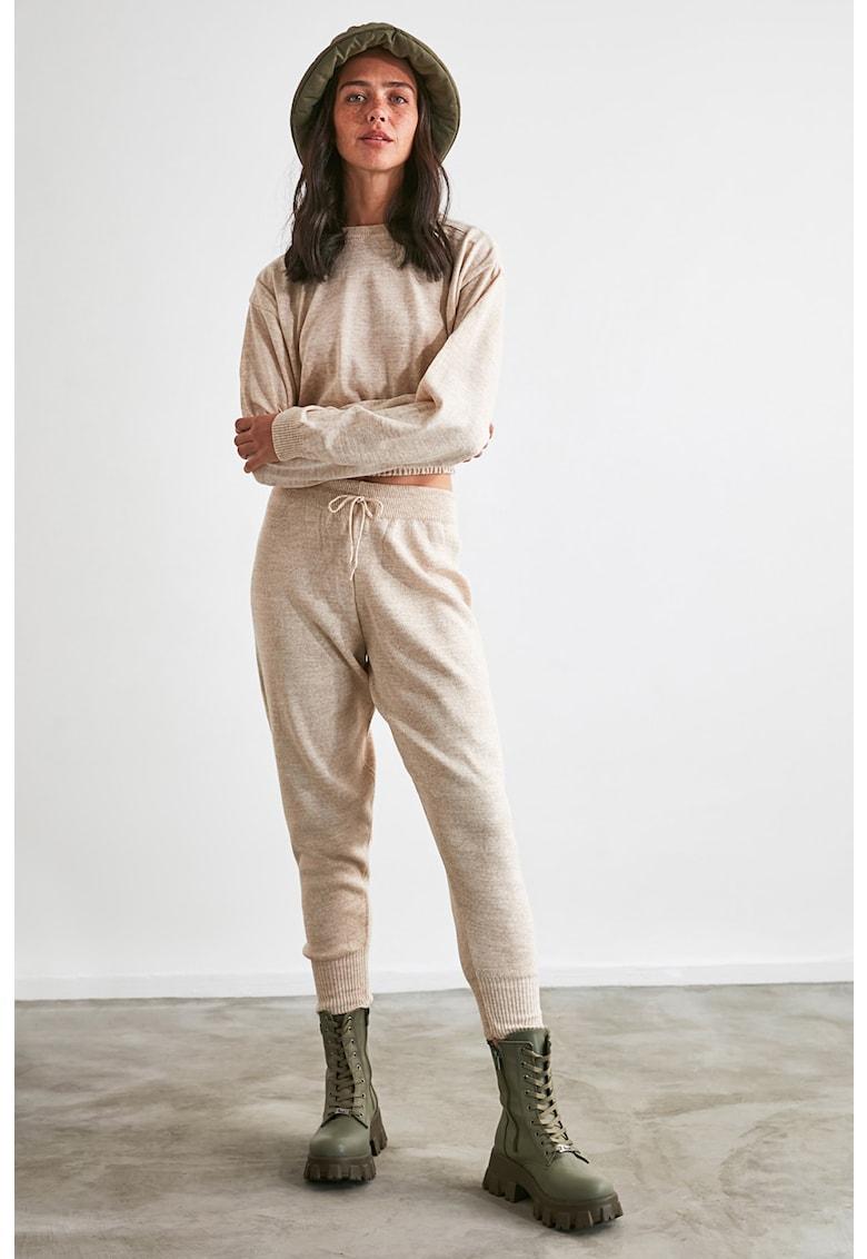 Set de pantaloni sport si bluza crop