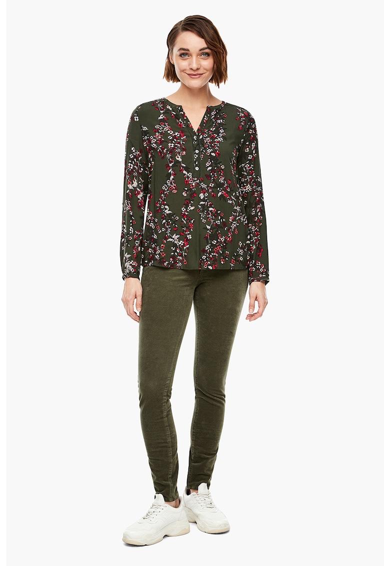 Bluza cu model floral si fenta cu nasture s.Oliver fashiondays.ro