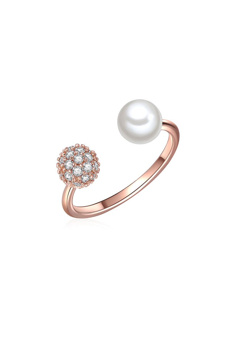 Inel placat cu aur decorat cu perle organice si cu cristale de la Clara Copenhagen