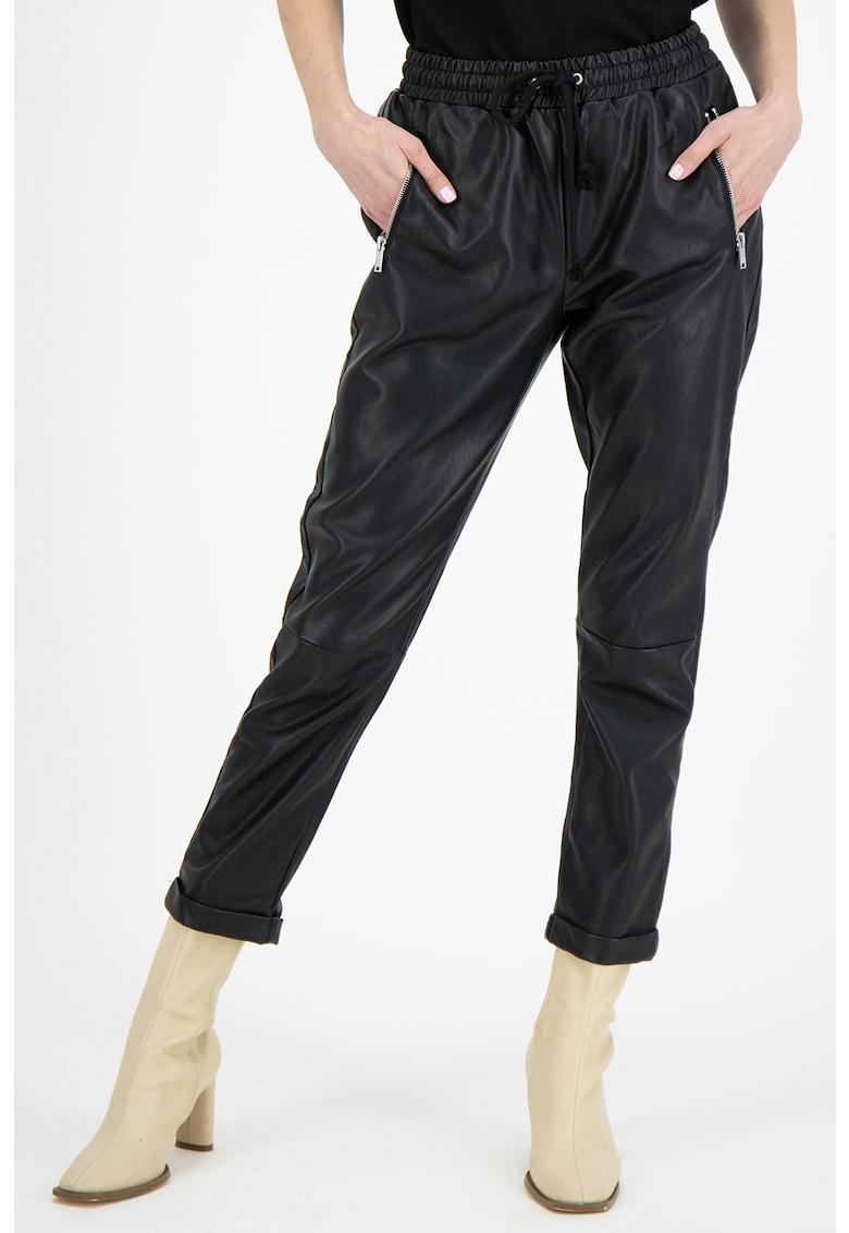Pantaloni conici din piele ecologica cu snur de ajustare in talie