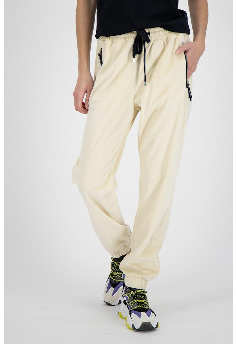 Pantaloni jogger cu imprimeu text pe partea din spate
