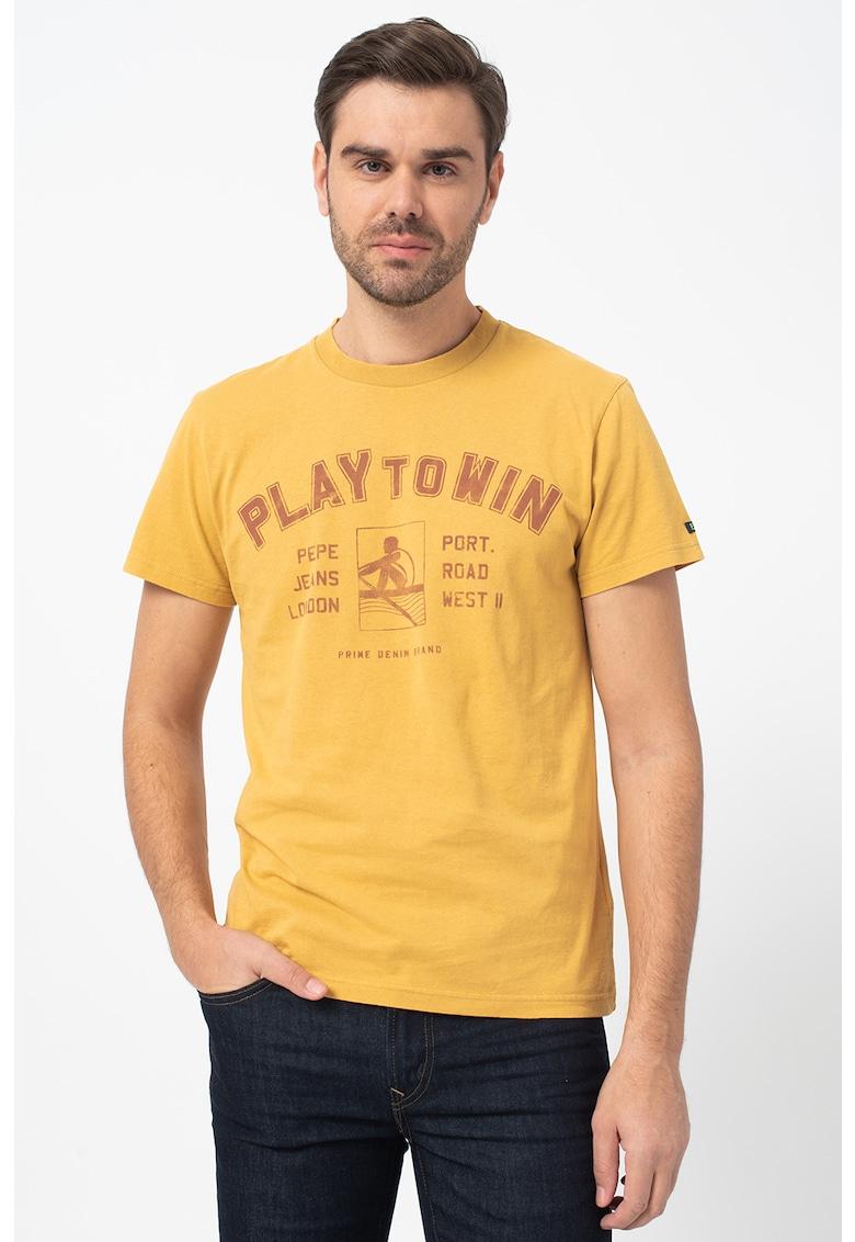 Tricou cu decolteu la baza gatului si imprimeu grafic Player imagine promotie