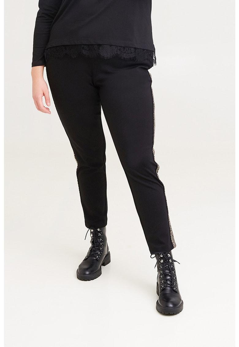 Pantaloni conici cu animal print pe laterale