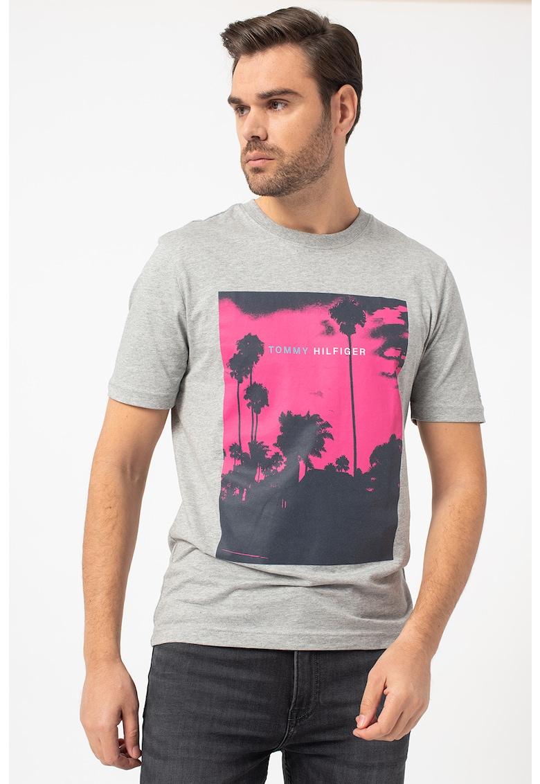 Tricou cu decolteu la baza gatului cu imprimeu