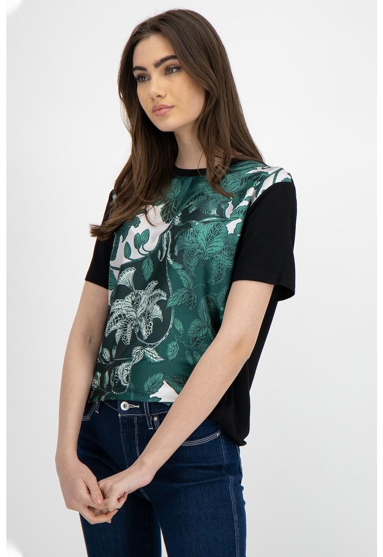 Tricou cu model floral imagine promotie