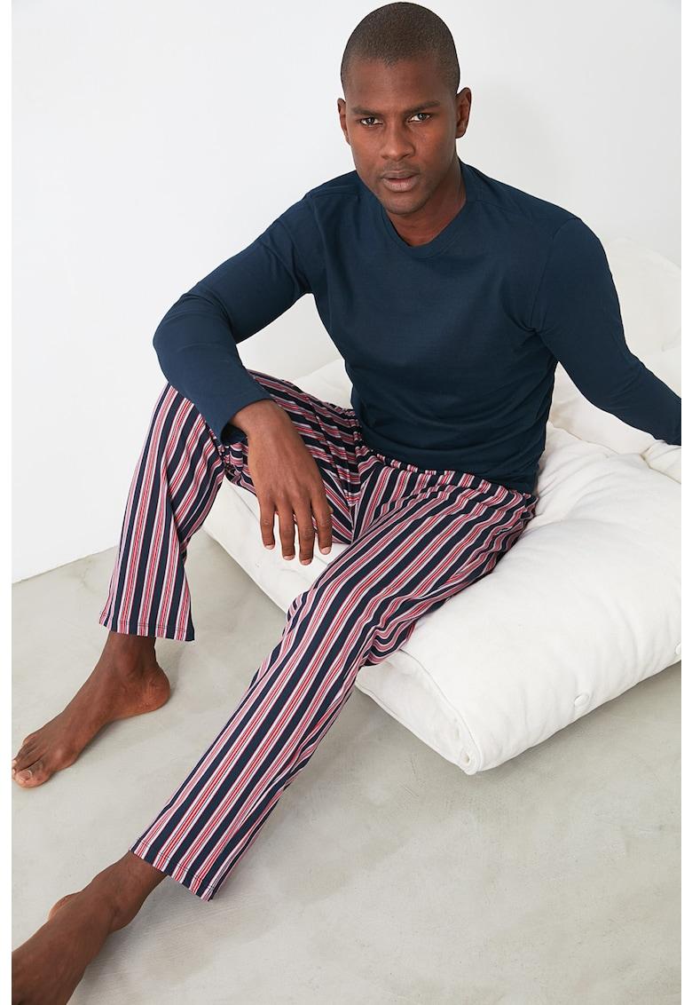 Pijama cu pantaloni in dungi
