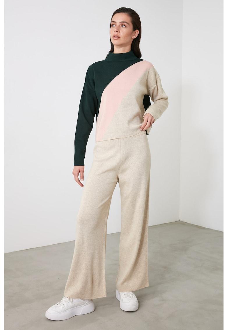 Set de pantaloni si pulover cu model colorblock