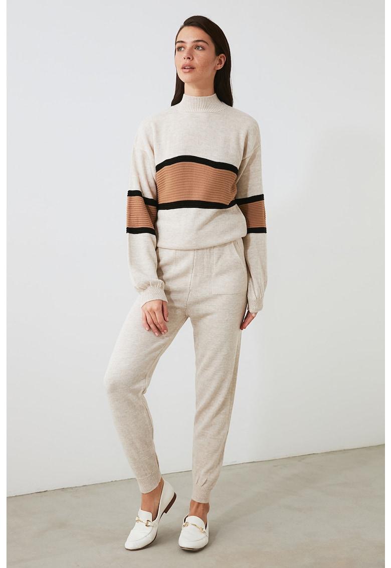 Set de pulover si pantaloni cu accente cu model colorblock