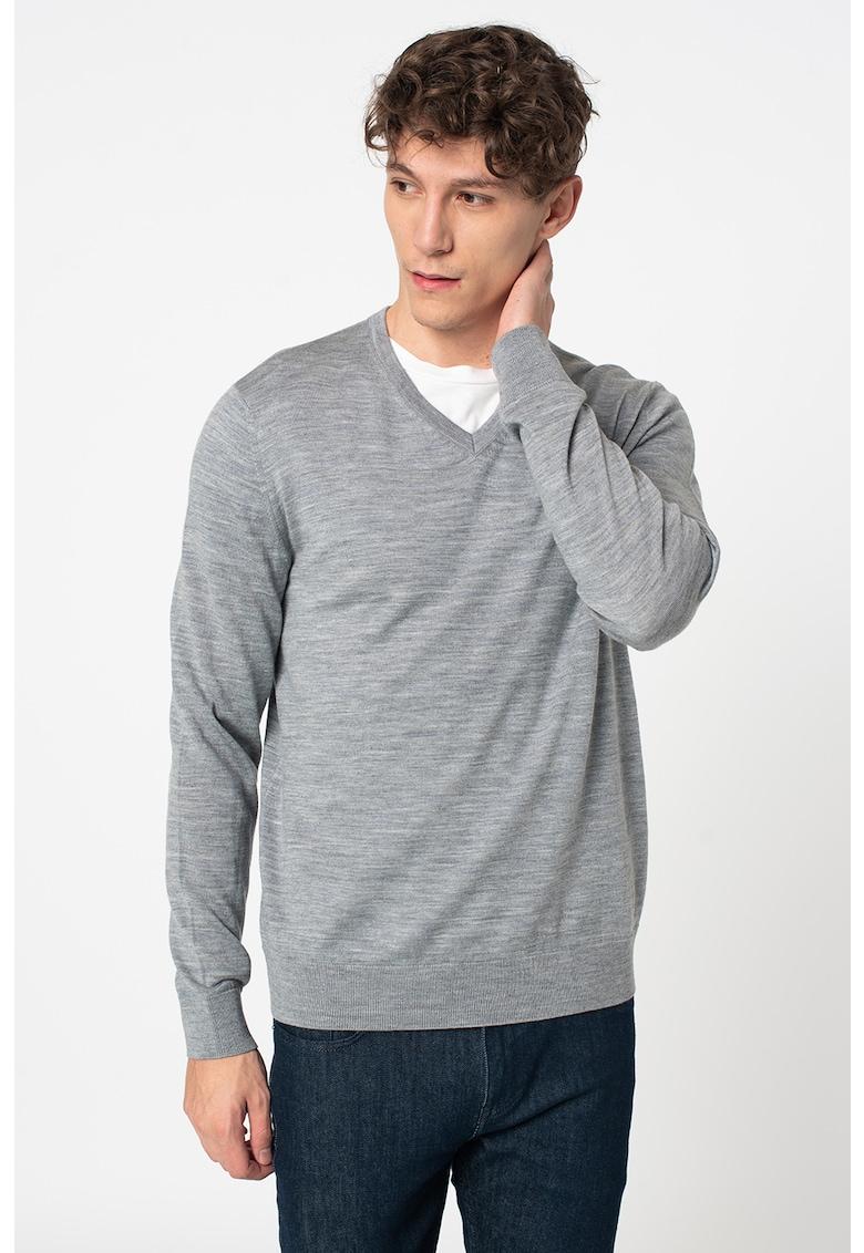 Pulover din lana merino extra fina de la GAP
