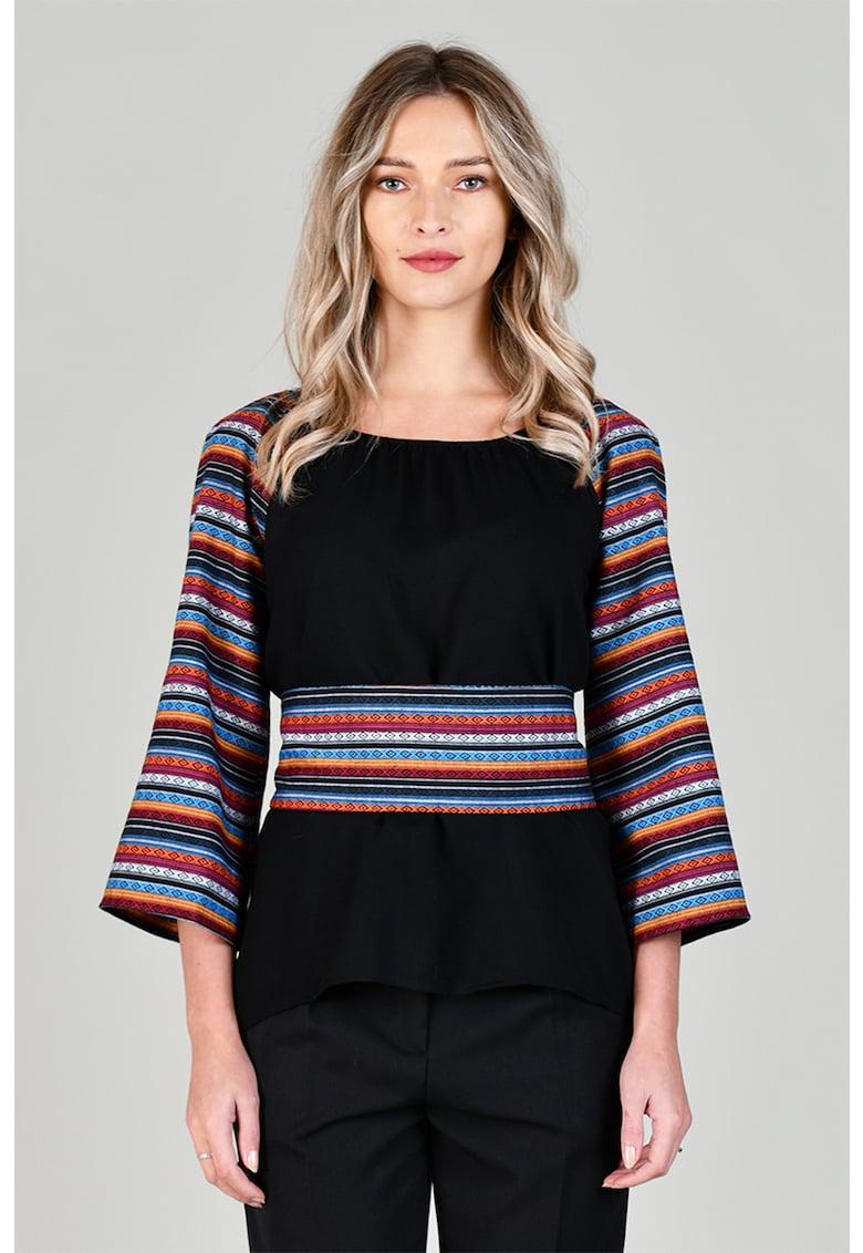 Bluza cu maneci raglan si model etnic