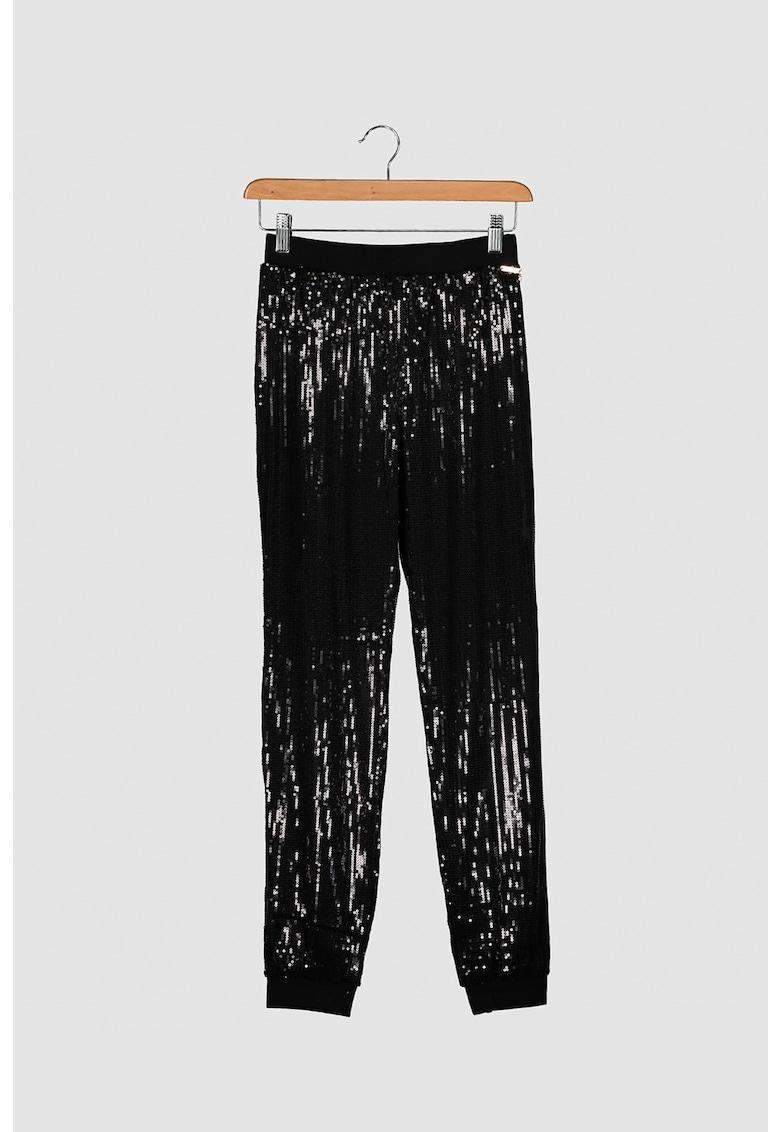 Pantaloni conici cu aplicatii cu paiete