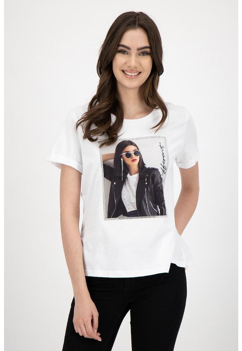 Tricou cu decolteu la baza gatului si imprimeu foto
