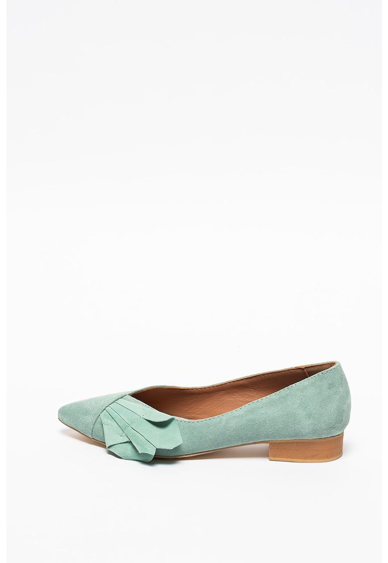 Pantofi de piele intoarsa cu varf ascutit si aplicatie cu pliuri