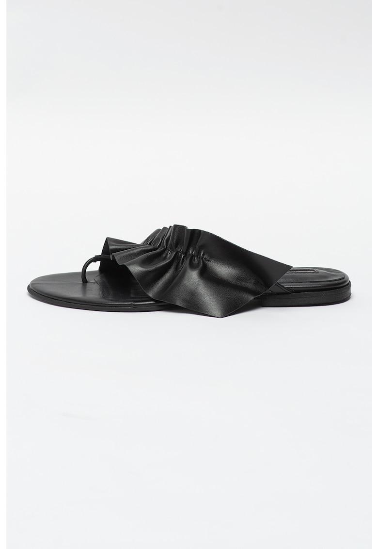 Papuci flip-flop din piele cu model nestructurat