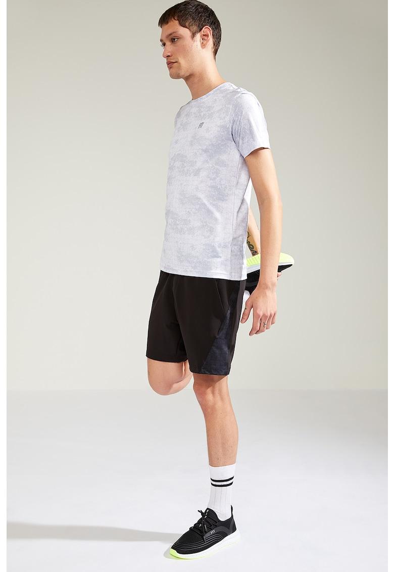 Pantaloni scurti cu buzunare oblice - pentru antrenament imagine fashiondays.ro