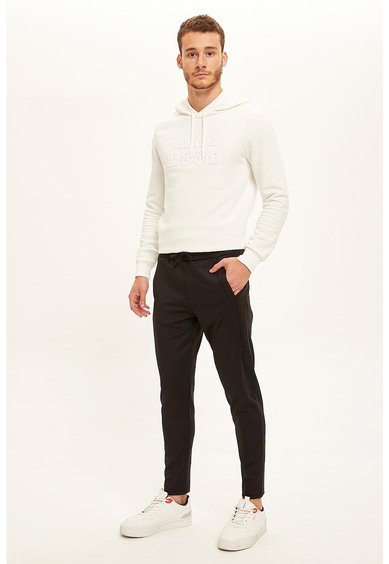Pantaloni sport cu detalii texturate imagine