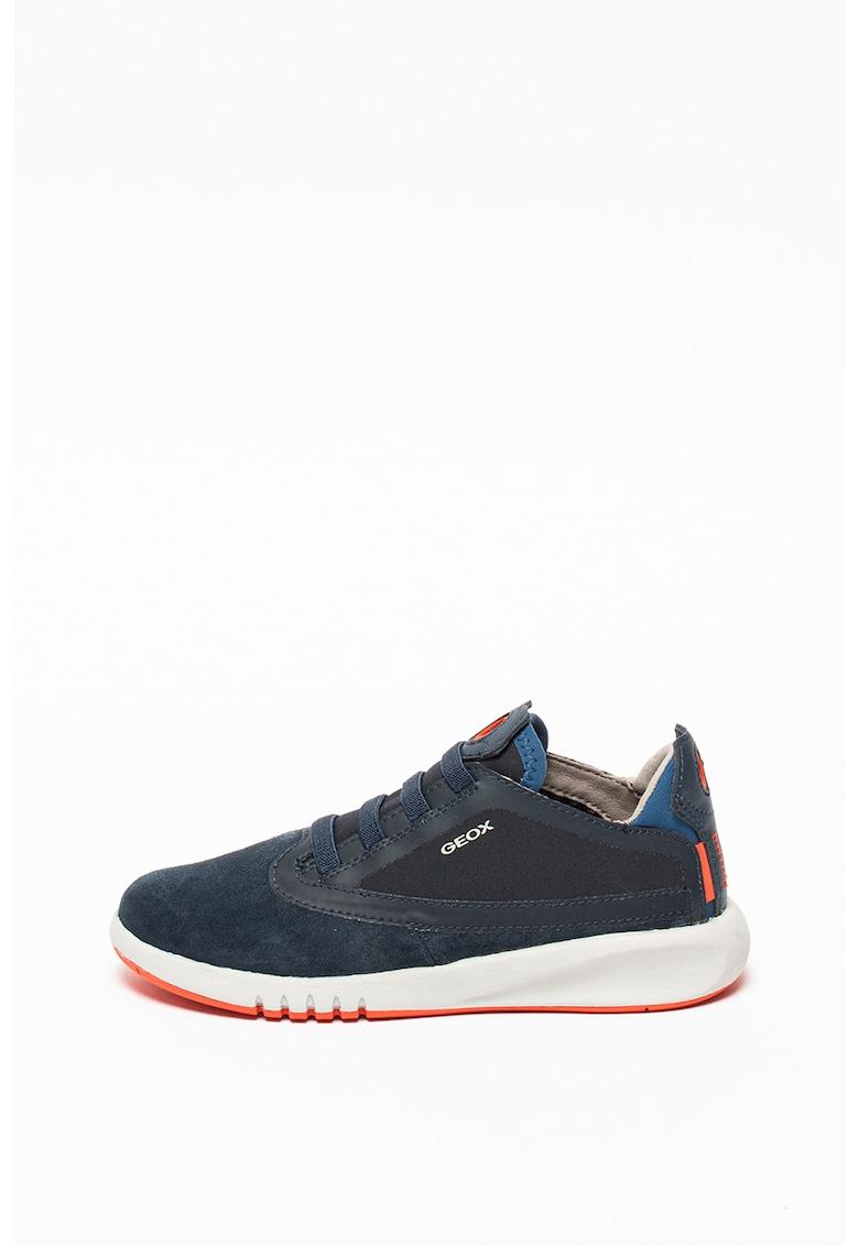 Pantofi sport din material respirabil cu insertii de piele intoarsa Aeranter de la Geox