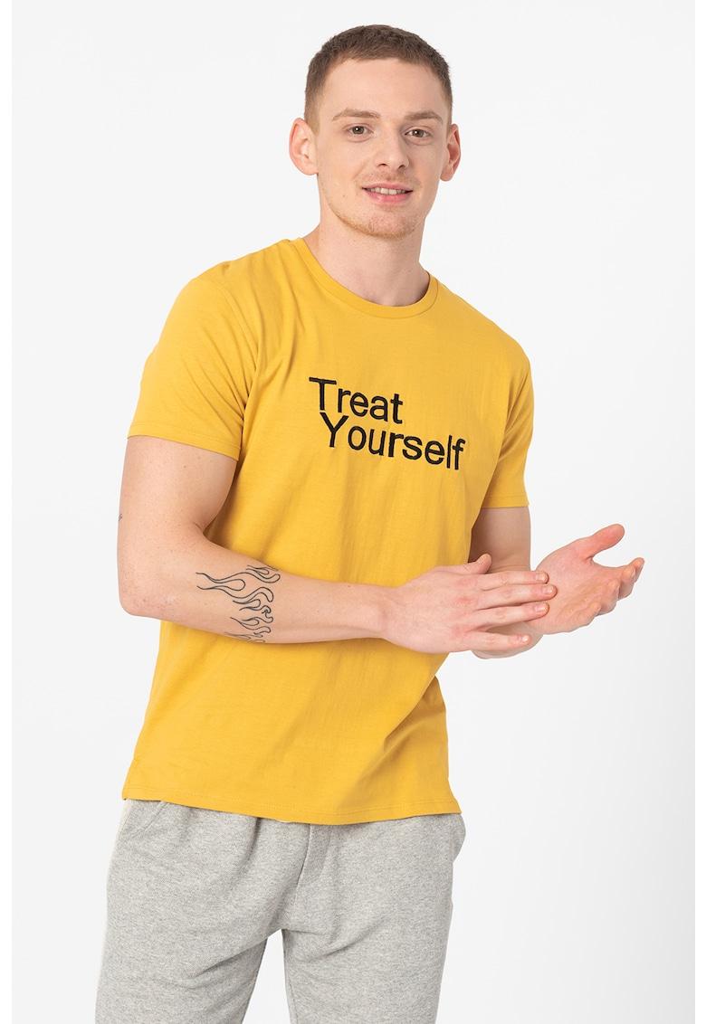 Tricou cu decolteu la baza gatului si imprimeu You de la Hailys