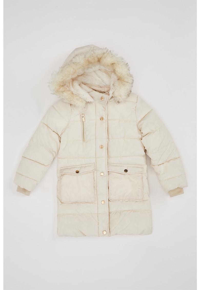 Jacheta cu vatelina si detalii din blana sintetica de la DeFacto