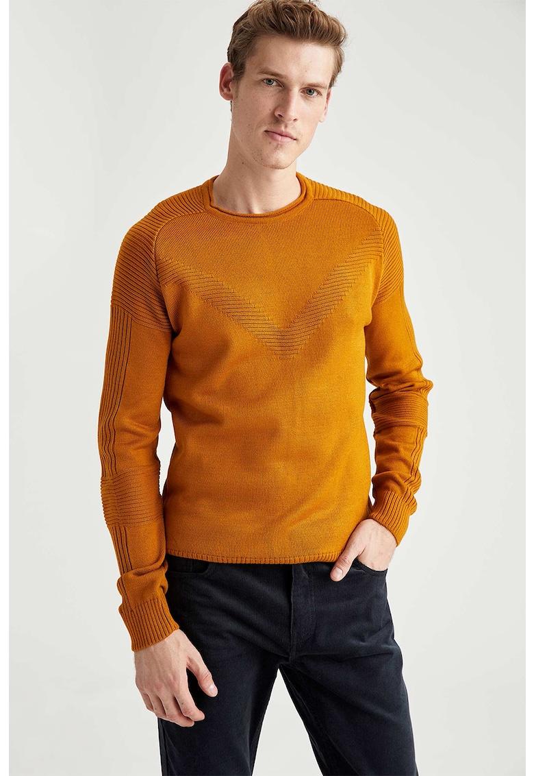 Pulover tricotat fin cu motive striate