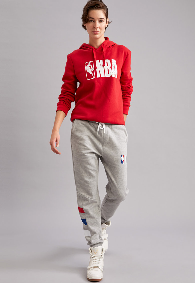 Pantaloni sport conici cu model NBA fashiondays.ro