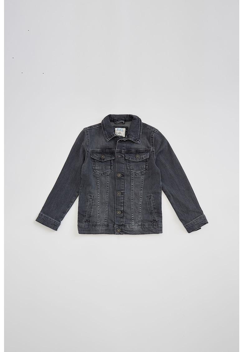 Jacheta de denim cu buzunare cu clapa de la DeFacto