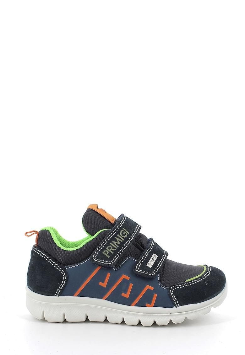 Pantofi sport de piele intoarsa si material textil - cu velcro