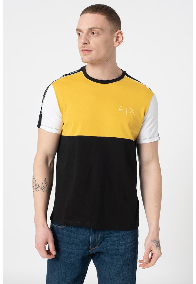 Tricou cu decolteu la baza gatului cu aspect colorblock imagine promotie