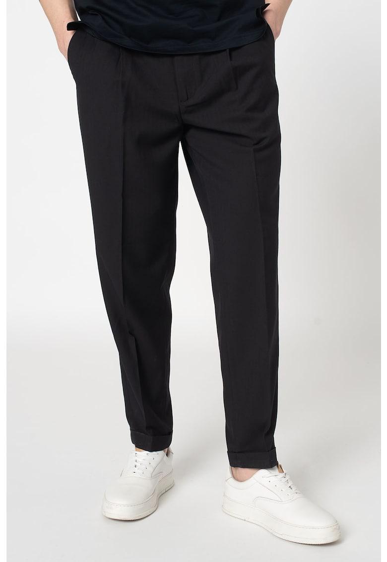 Pantaloni conici cu pensa