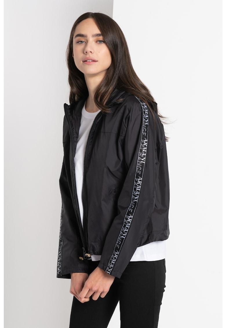 Jacheta cu fermoar si benzi laterale cu logo imagine promotie