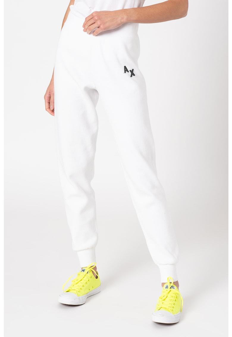 Pantaloni sport conici cu aplicatie logo discreta imagine promotie