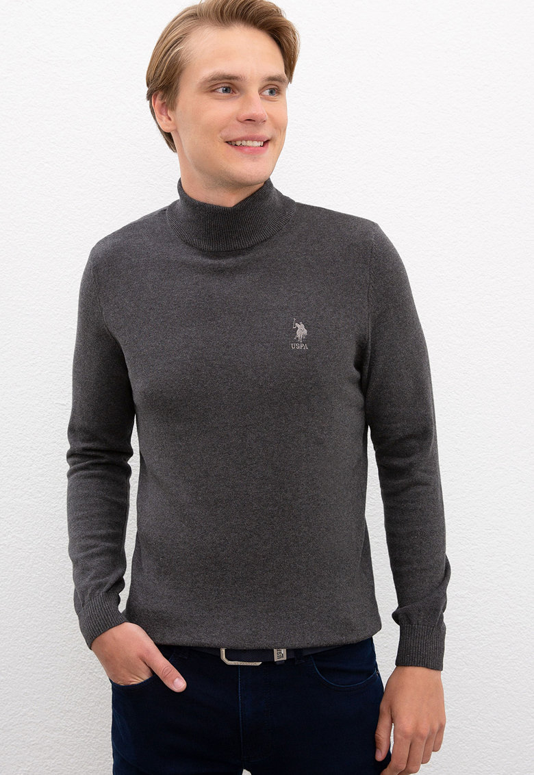 Pulover tricotat fin cu guler inalt