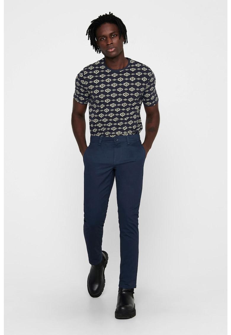 Pantaloni chino poza fashiondays