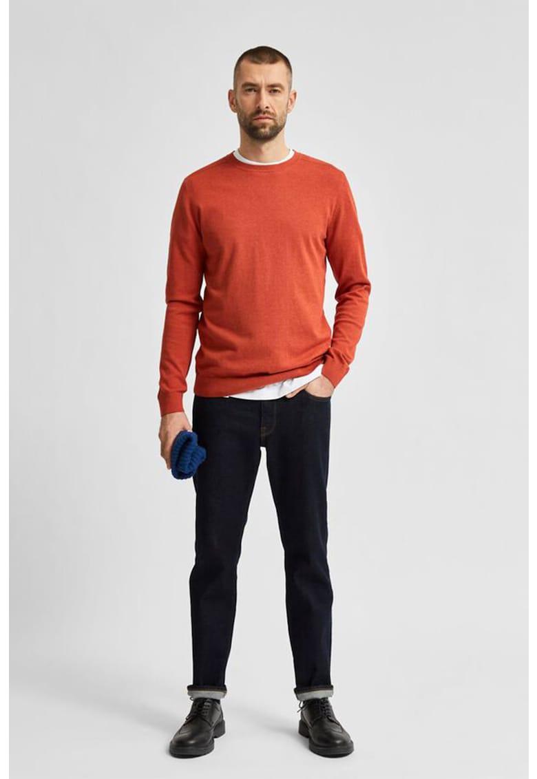 Pulover cu decolteu la baza gatului si aspect de tricot fin