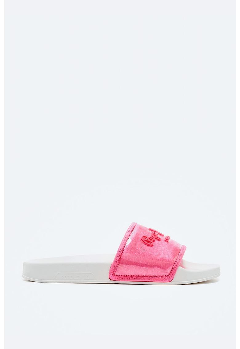 Papuci cu aspect stralucitor imagine fashiondays.ro Pepe Jeans London