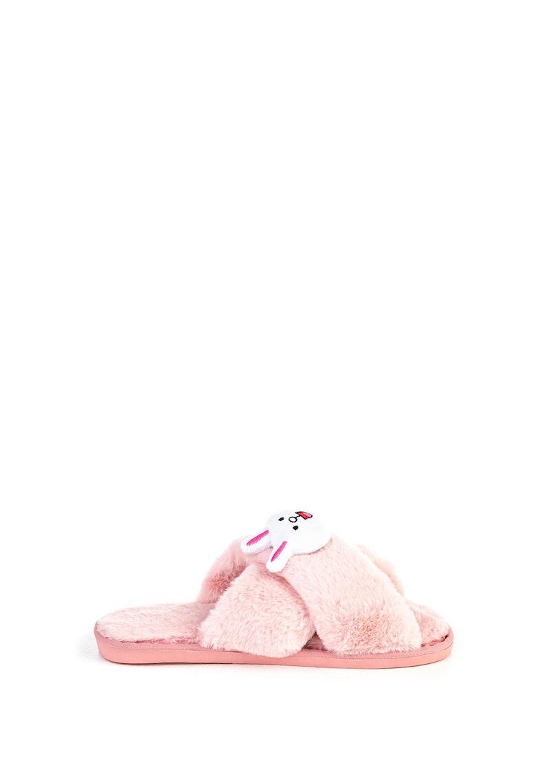 Papuci de casa cu aspect pufos