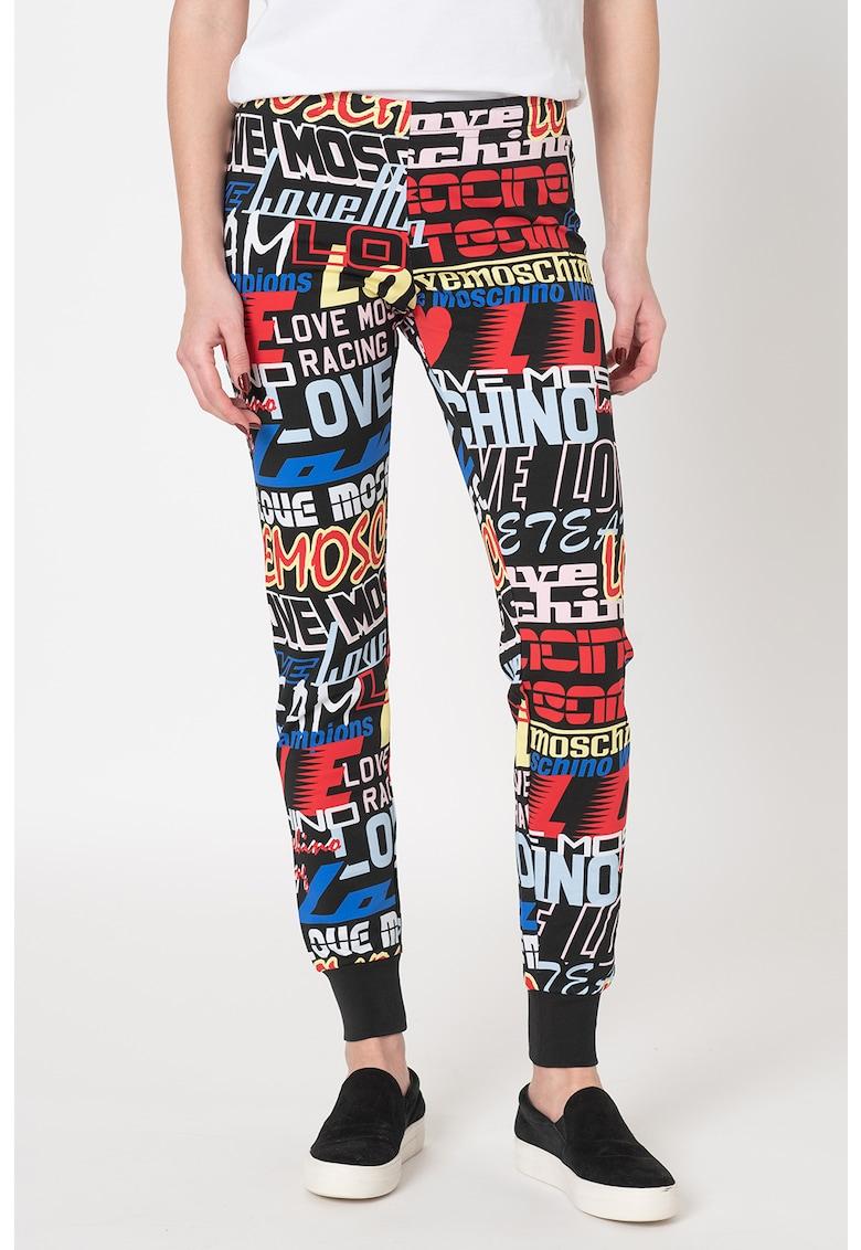 Pantaloni sport slim fit cu imprimeu text