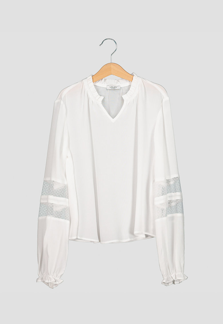 Bluza vaporoasa cu garnituri de dantela