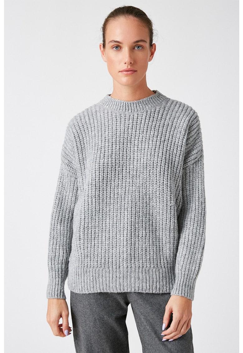 Pulover tricotat gros cu decolteu la baza gatului de la KOTON