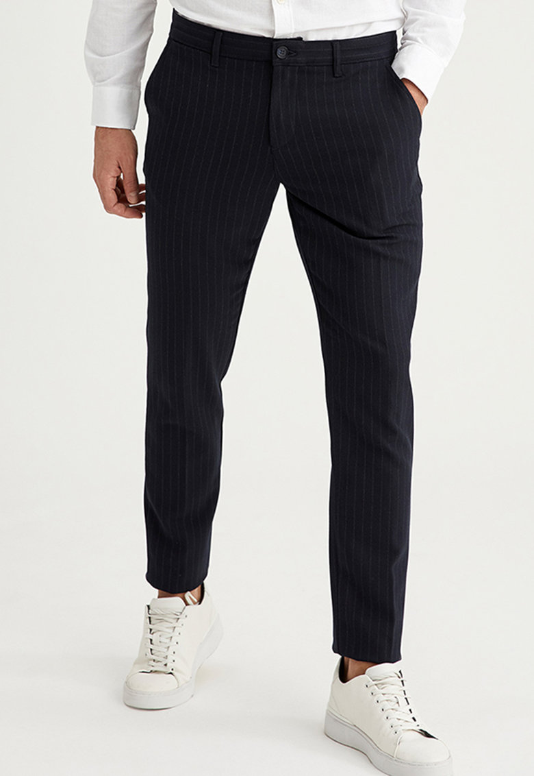 Pantaloni slim fit cu model in dungi imagine fashiondays.ro