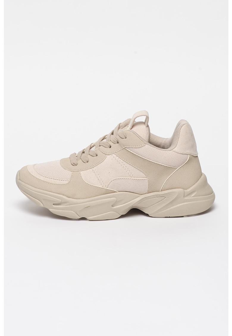 Pantofi sport cu insertii de plasa si aspect masiv