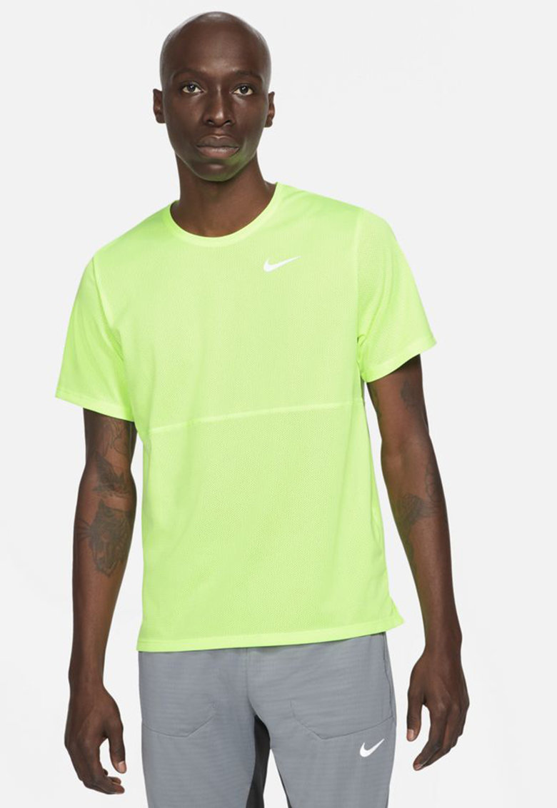 Tricou cu tehnologie Dri-Fit si decolteu la baza gatului pentru alergare Breathe de la Nike