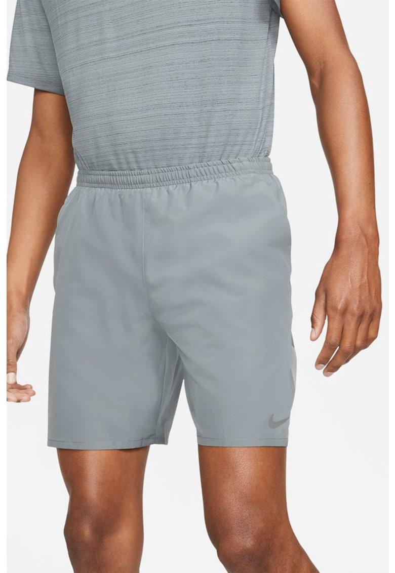Pantaloni scurti cu tehnologie Dri-Fit si buzunare oblice pentru alergare Nike fashiondays.ro