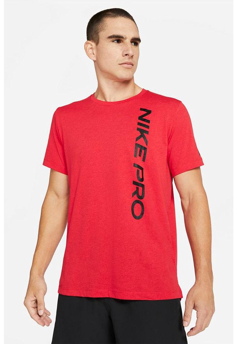 Tricou cu tehnologie Dri-Fit si imprimeu logo - pentru fitness imagine fashiondays.ro Nike