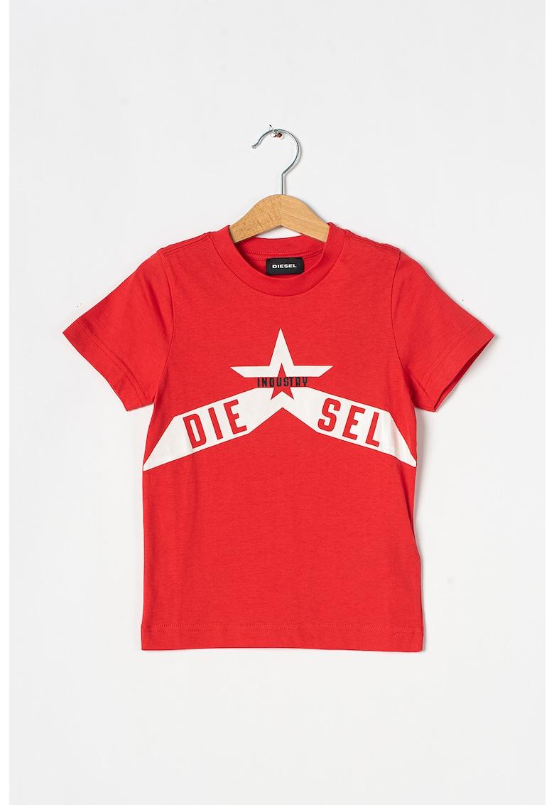 Tricou cu decolteu la baza gatului si imprimeu logo imagine promotie