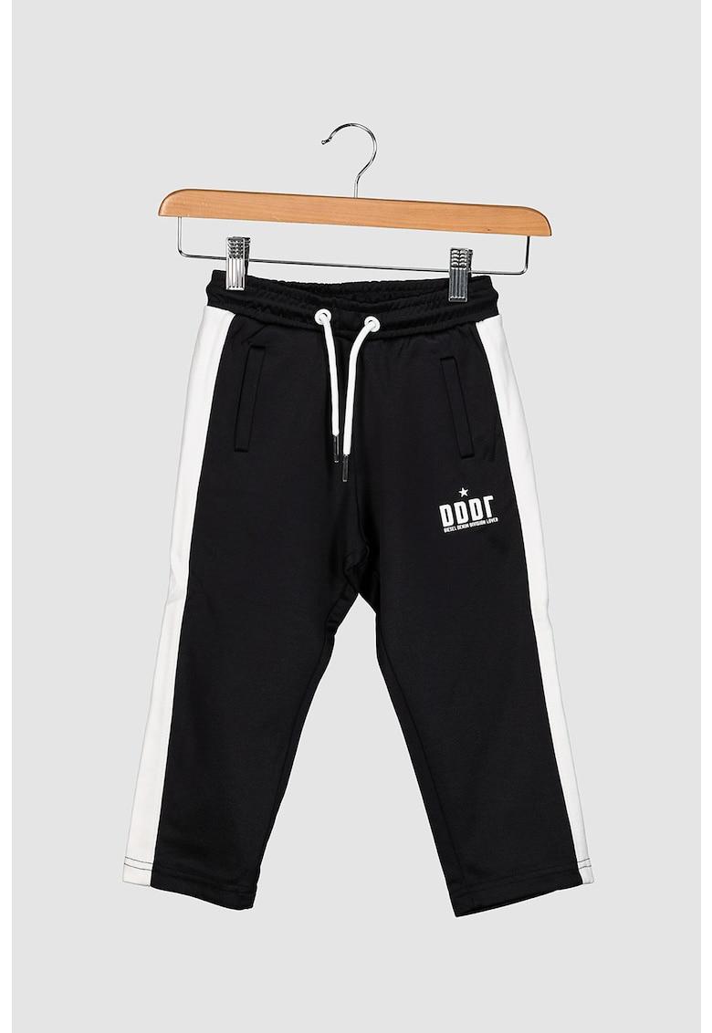 Pantaloni sport cu snur si parti laterale contrastante