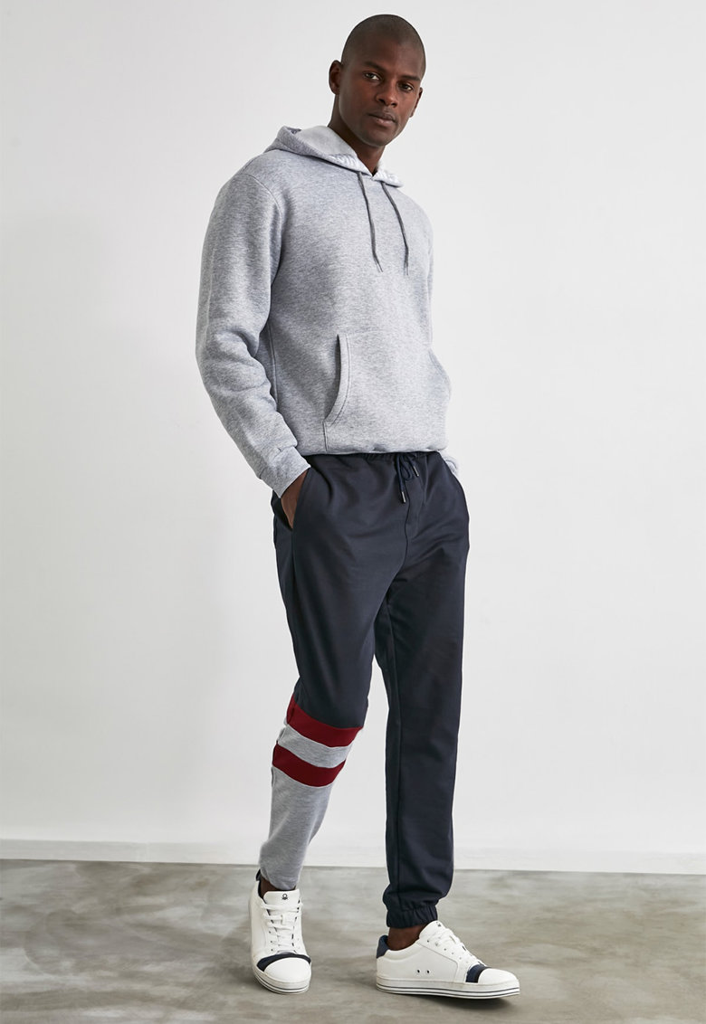 Pantaloni sport cu detaliu colorblock